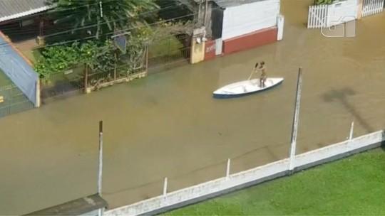 Chuva deixa Ubatuba debaixo da água e mulher morre soterrada