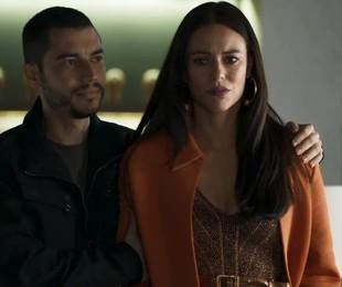 Paolla Oliveira e Lee Taylor em cena de 'A dona do pedaço' como Vivi e Camilo | TV Globo