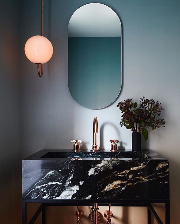 Décor do dia: lavabo com papel de parede degradê (Foto: Nicole Franzen)