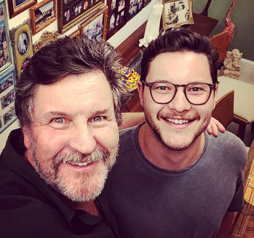 Antonio Calloni com o único filho, Pedro, de 25 anos — Foto: Reprodução/Instagram