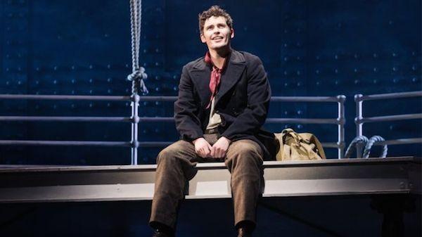 O ator Niall Sheehy em cena do musical Titanic (Foto: Reprodução)