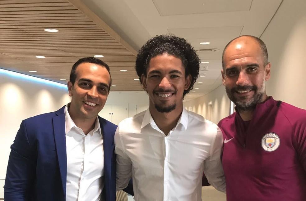Douglas Luiz se apresenta em julho ao Manchester City (Foto: Divulgação)