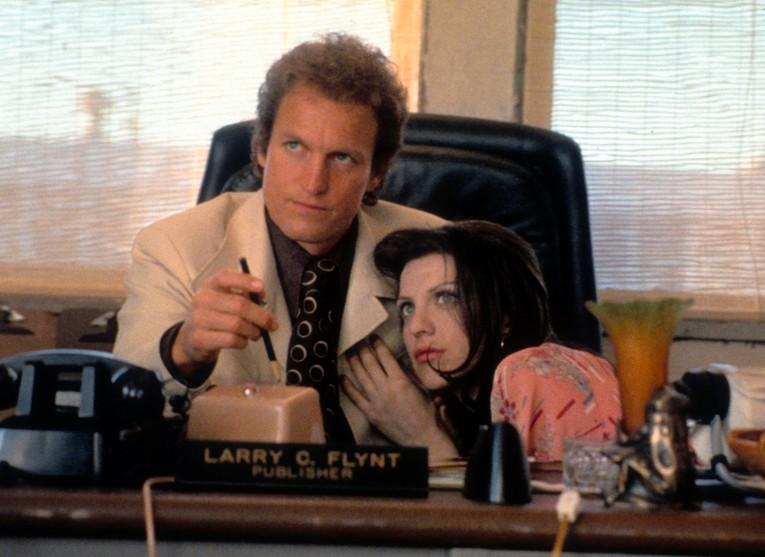 Courtney Love e Woody Harrelson em cena de O Povo Contra Larry Flint (1996) (Foto: Reprodução)