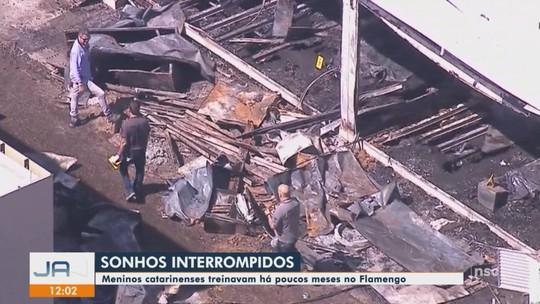 Corpos de 2 atletas catarinenses que morreram no incêndio no Flamengo são liberados no IML do RJ