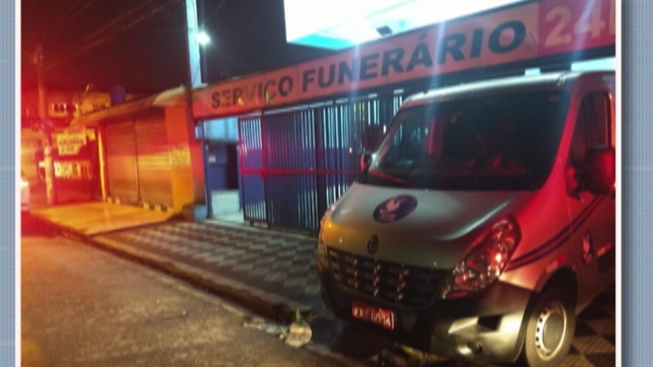 Carro de funerária é roubado enquanto transportava corpo em Itaquaquecetuba