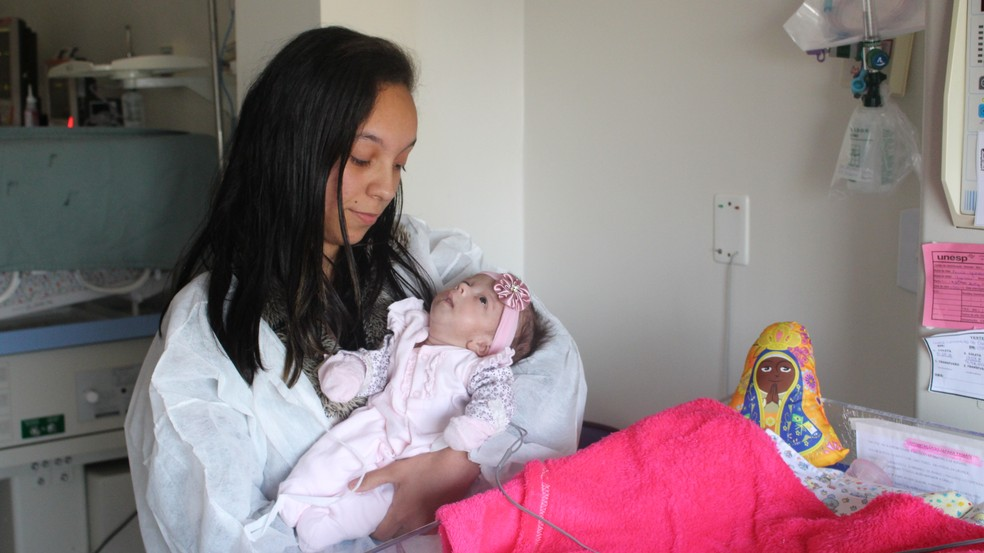 Luele e Yasmin viveram a rotina da internação hospitalar por mais de 2 meses  (Foto: Carlos Dias / G1 )
