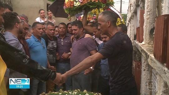Enterrados avó e neto que morreram em explosão após vazamento de gás