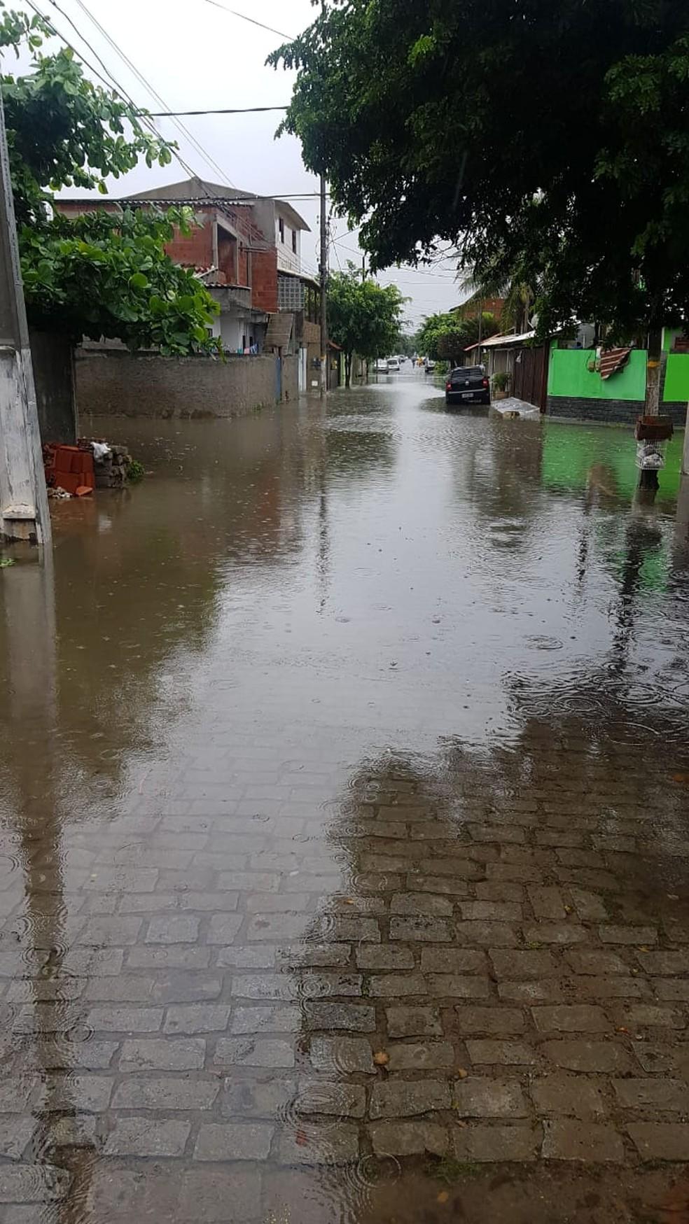 Bairro Vila do Sol, em Cabo Frio, alagou por conta da chuva — Foto: Samuel Paula/arquivo pessoal