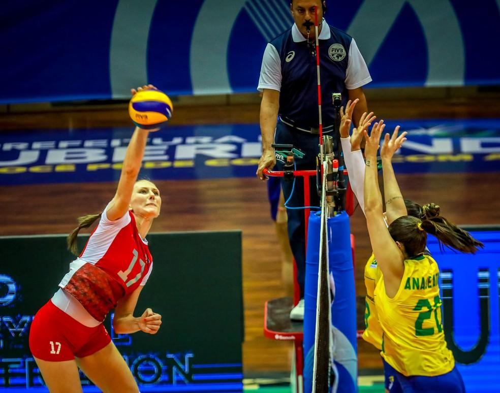 Polina Rahimova castigou o Brasil no saque e nos ataques pela entrada de rede — Foto: FIVB