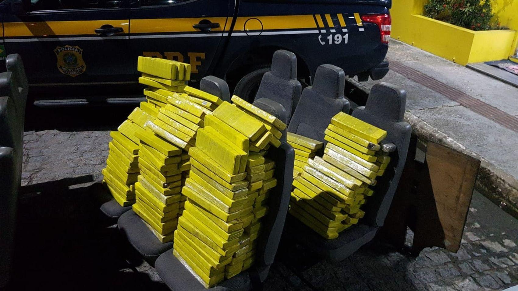 Cerca de 195 quilos de maconha são apreendidos dentro de micro-ônibus em Nossa Senhora do Socorro