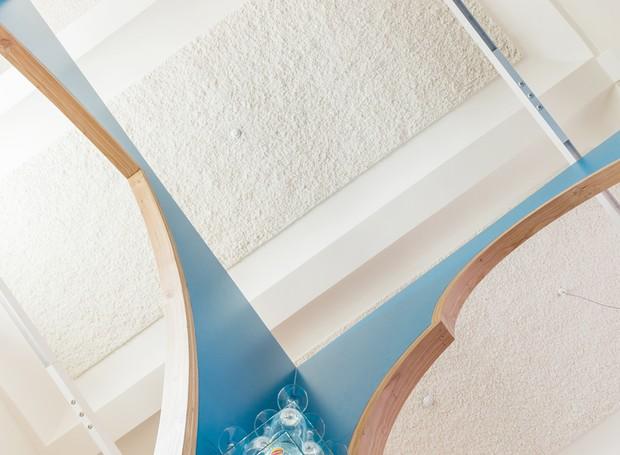 O teto do bar é aberto (Foto: Ban Staeyen interior Architects/ Reprodução)