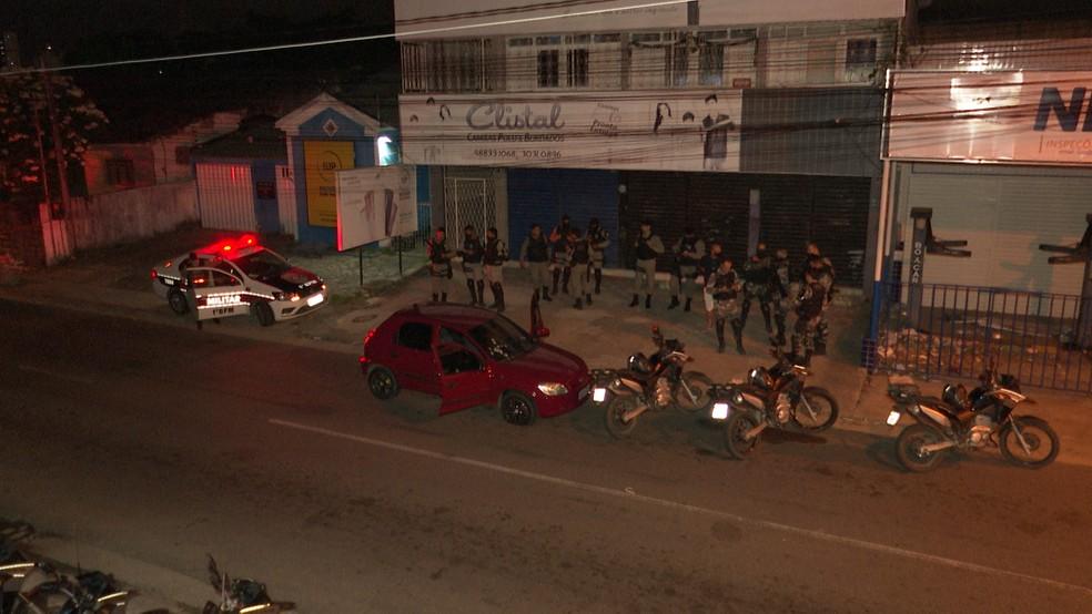 Polícia Militar esteve no local da execução, no bairro da Torre, em João Pessoa — Foto: Reprodução/TV Cabo Branco