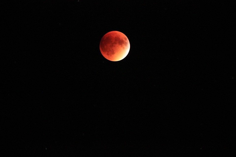 Lua de Sangue no Brasil poderá ser melhor observada nas regiões costeiras (Foto: Pixabay/ Davidsenterprises/ Creative Commons)