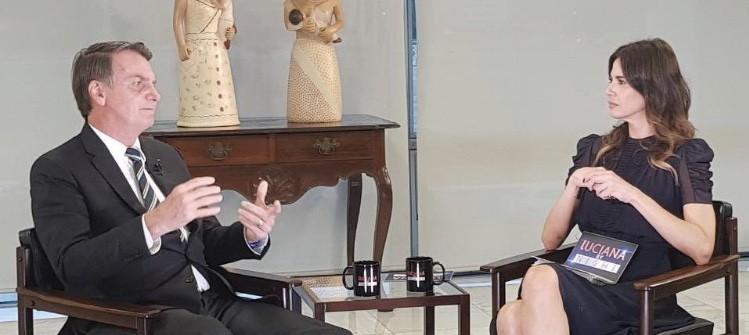 Presidente Jair Bolsonaro concede entrevista para apresentadora Luciana Gimenez