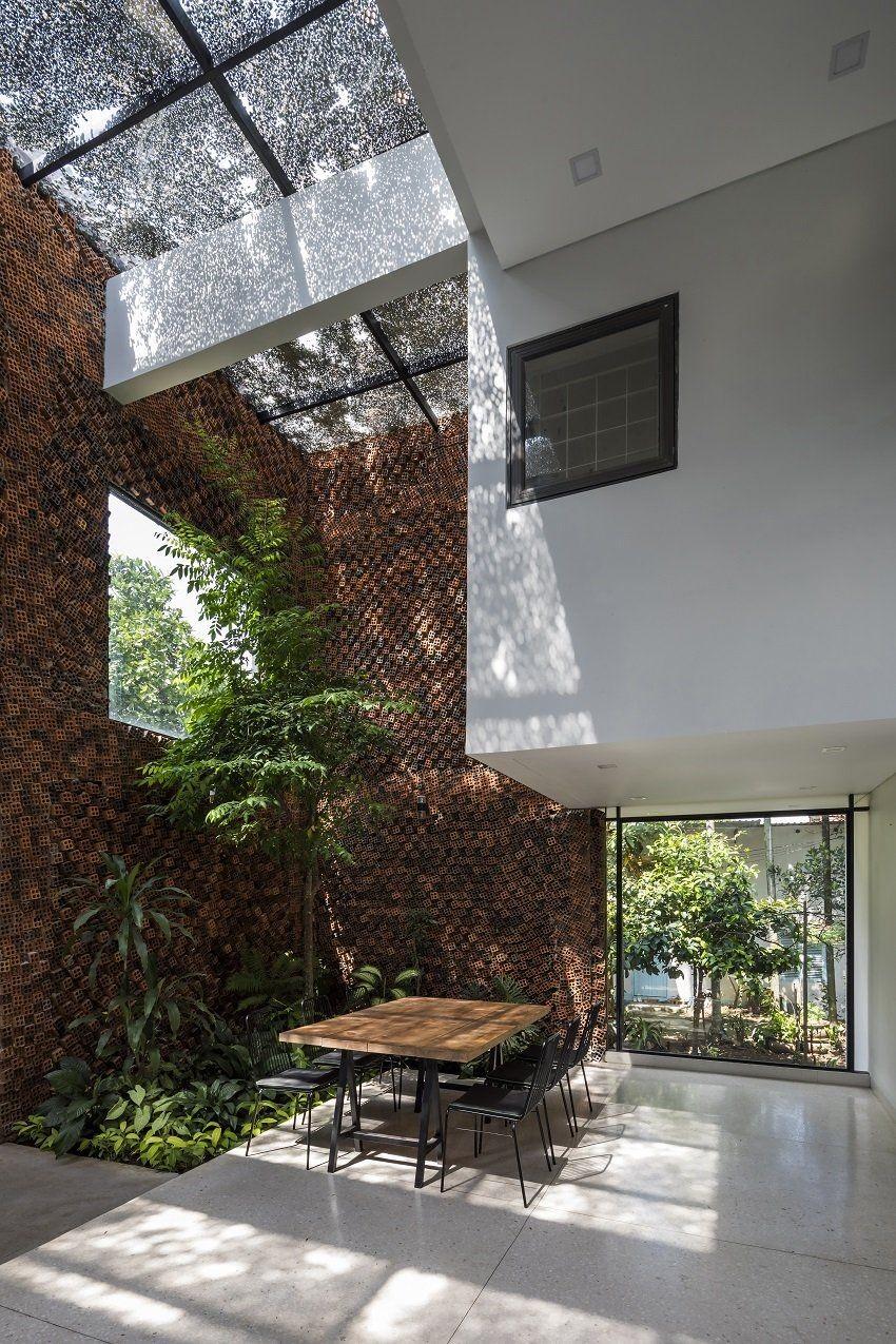 Estúdio projeta casa no Vietnã com paredes que melhoram a qualidade do ar  (Foto: Hiroyuki Oki)