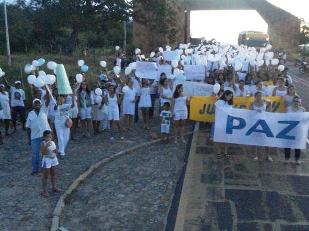 População sai em caminhada pelas ruas de Castelo do Piauí (Foto: Ronaldo Mota/Arquivo Pessoal)