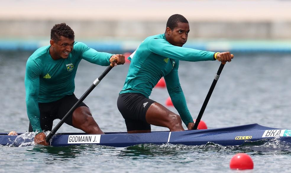 Isaquias Queiroz e Jacky Godmann nas quartas de final C2 1000m nas Olimpíadas de Tóquio — Foto: REUTERS