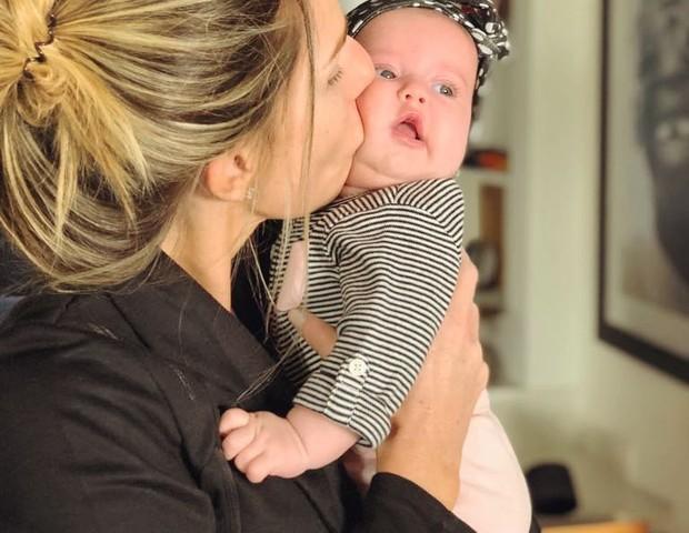 """Mari com a filha Theresa: """"Mamãe Felícia"""" (Foto: Reprodução/ Instagram)"""