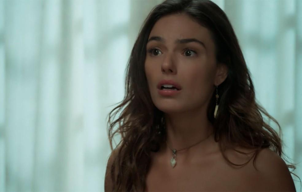 Em 'A Força do Querer', Ritinha (Isis Valverde) se desespera quando percebe que Joyce (Maria Fernanda Cândido) levou Ruyzinho embora — Foto: Globo