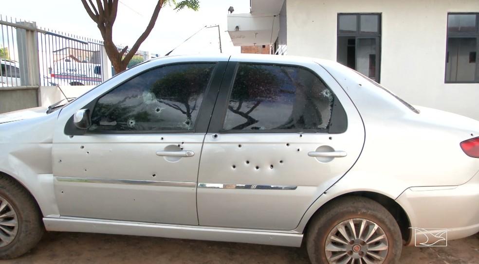 Carro onde estavam as vítimas em Coelho Neto (MA) foi atingido por vários disparos  — Foto: Reprodução/TV Mirante