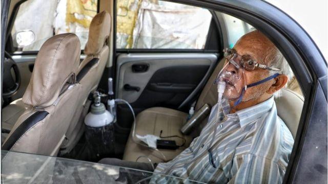 Covid na Índia: Com 'corpos e ambulâncias por todos os lados', a crise em estado mais populoso que o Brasil
