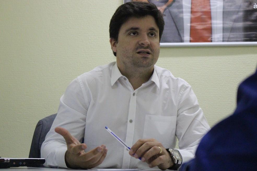 Delegado Cadena Júnior falou sobre prisão da dupla (Foto: Fernando Brito/G1)