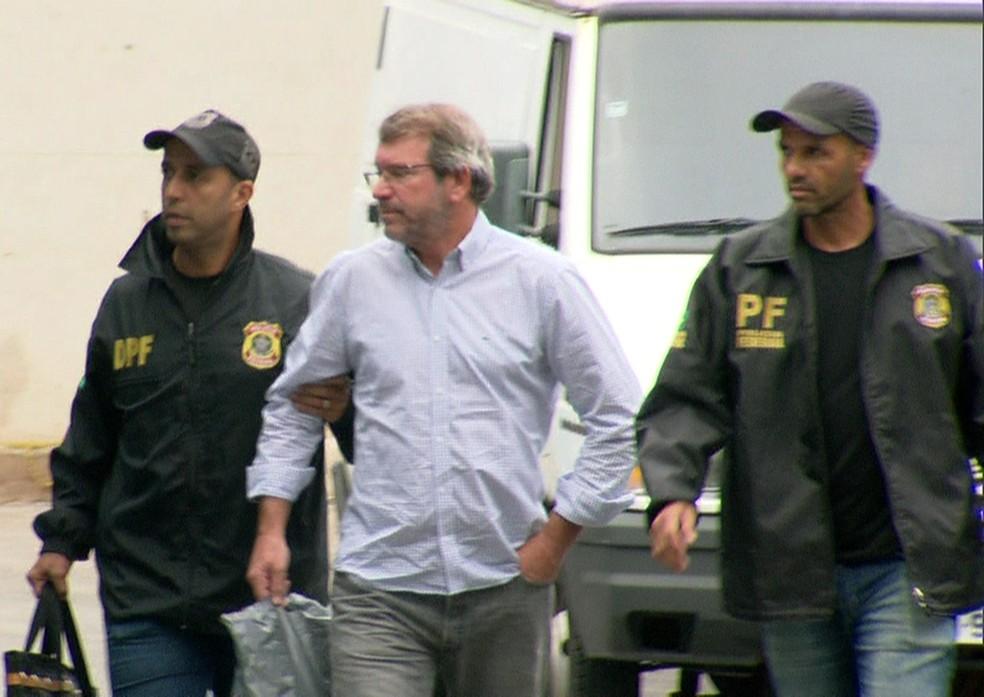 Eduardo Plass chega à sede da PF, na Zona Portuária (Foto: Reprodução/TV Globo)