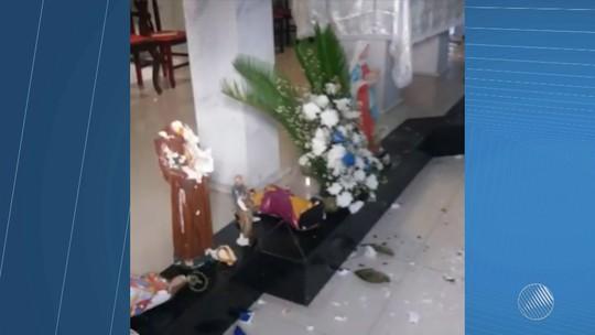 Homem sofre surto e destrói imagens de paróquia em Arembepe, em Camaçari