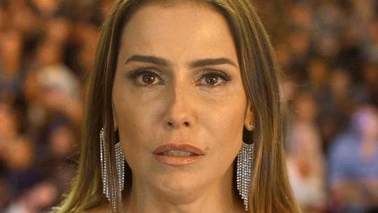 Karola é desmascarada após vídeo íntimo com Remy ser exibido em show de Beto Falcão