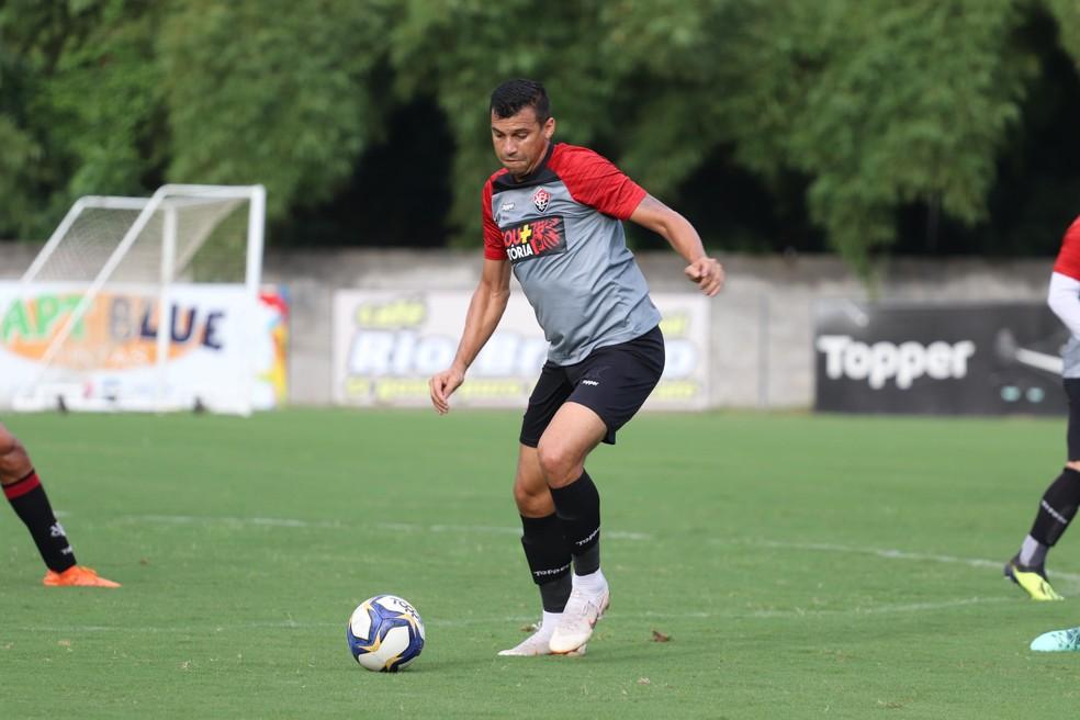 Em oito partidas disputadas, Neto ainda balançou as redes pelo Vitória — Foto: Maurícia da Matta / Divulgação / EC Vitória