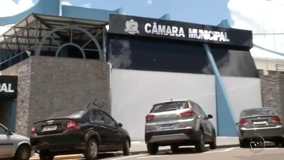 Caso foi na Câmara de Andradina (SP) e conduta de vereador será investigada pela Polícia Civil (Foto: Reprodução/TV TEM)