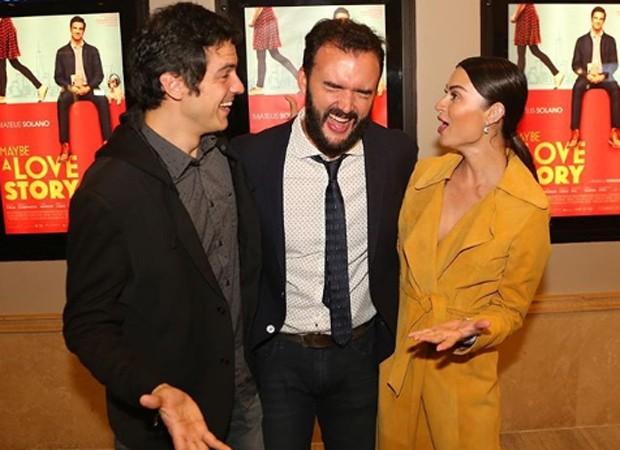 O diretor Rodrigo Bernardo entre Mateus Solano e Thaila Ayala (Foto: Reprodução/Instagram)