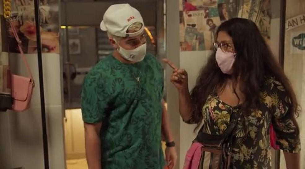 Lurdes (Regina Casé) diz que vai encontrar Domênico — Foto: Globo