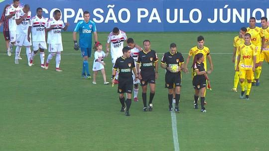 Jogador do São Paulo promete e faz gol para menina que luta contra o câncer
