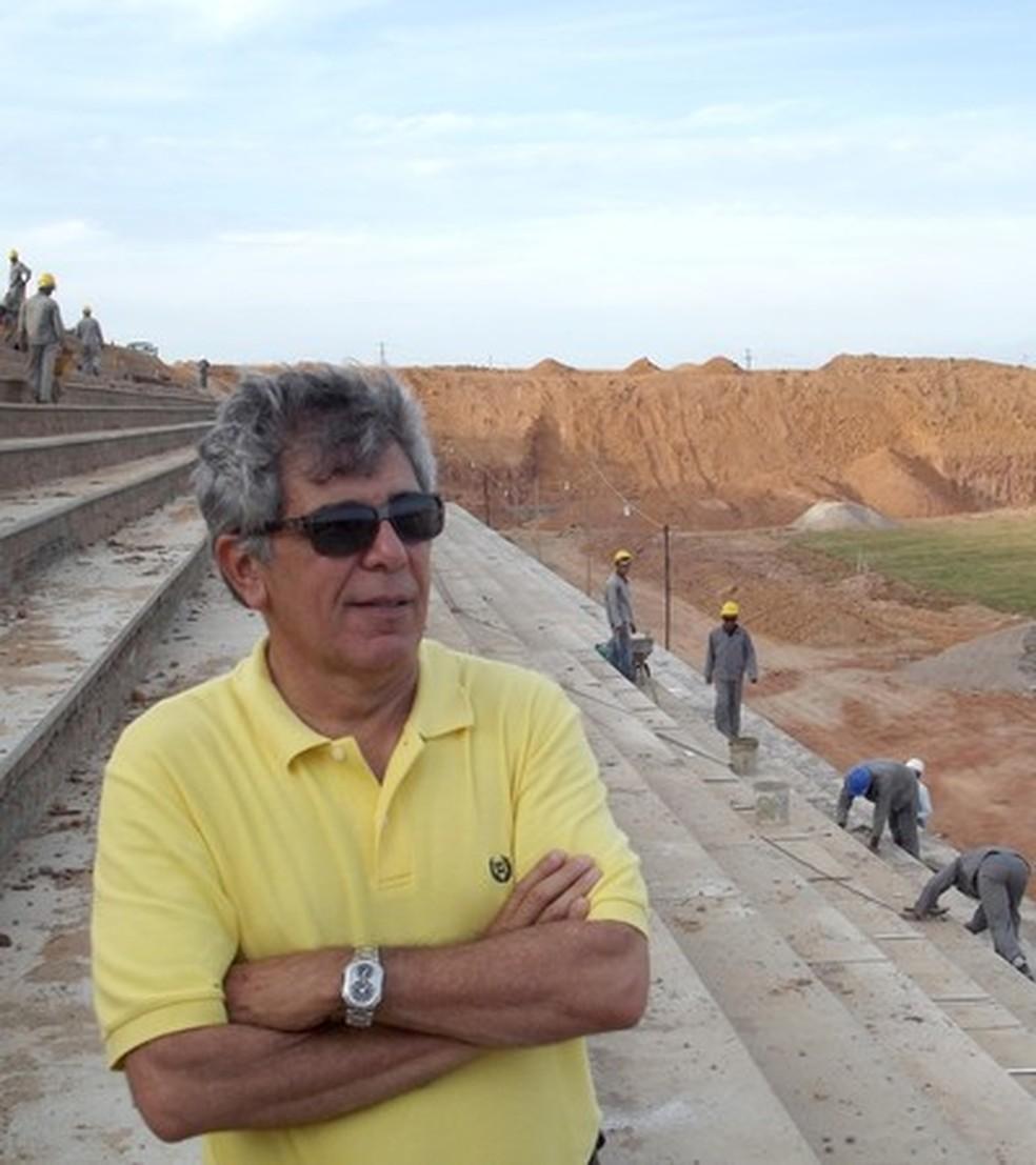 Marconi Barreto na época da construção do Estádio Barretão, em Ceará-Mirim, quando ainda não era prefeito (Foto: Augusto César Gomes/GE)