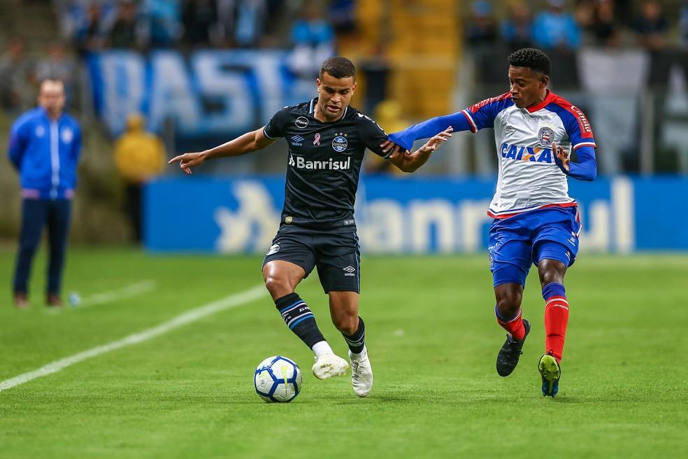 Alisson deve atuar pelo lado esquerdo do ataque contra o Palmeiras — Foto: Lucas Uebel/Divulgação Grêmio