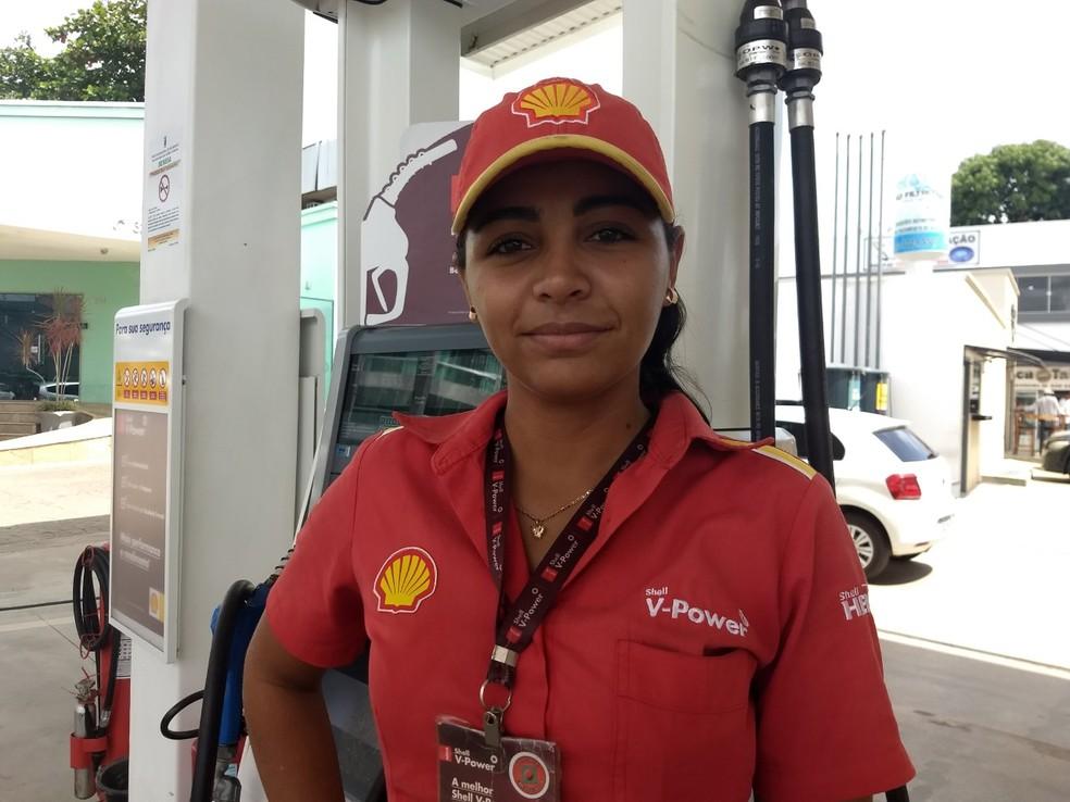 Mayklane Rodrigues flagrou um motorista se masturbando enquanto ela abastecia o carro (Foto: Aline Nascimento/G1)
