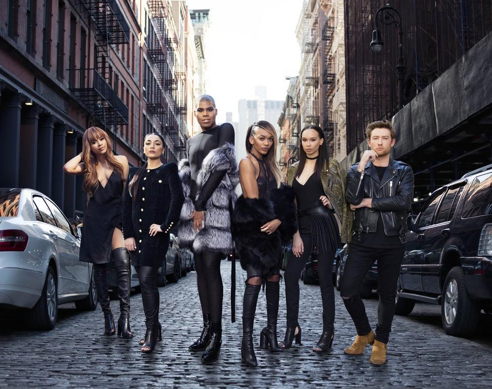 Lyric McHenry com elenco do reality EJNYC (Foto: Divulgação)