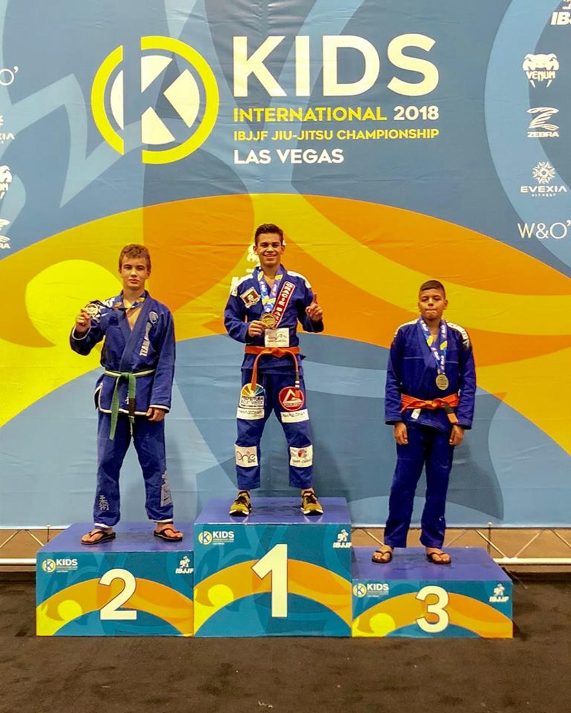 Enzo Botinelly conquista título no Kids International de Jiu