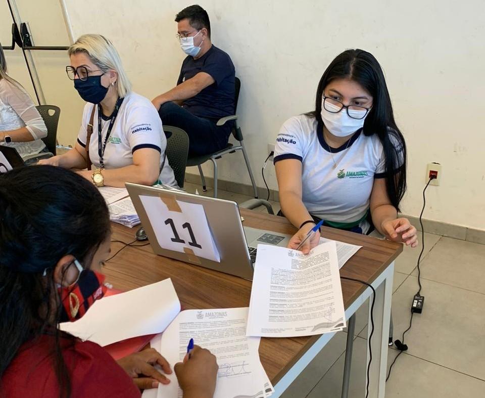 Governo do AM paga sexta parcela do auxílio-moradia a famílias do Monte Horebe