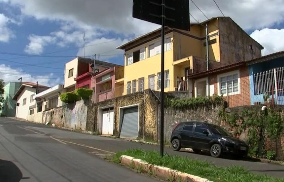 Crime ocorreu na casa onde o casal e os filhos moravam, no Centro de Itapetininga (Foto: Reprodução/TV TEM)