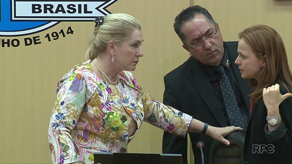 Vereadora de Foz do Iguaçu propõe liberação de roupas coloridas em sessões (Foto: Reprodução/RPC)