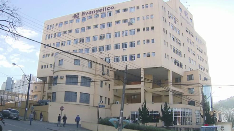 Hospital Universitário Evangélico de Curitiba atendeu 19 pessoas com ferimentos causados por fogos de artifícios entre a noite de domingo (31) e a madrugada desta segunda-feira (1º) (Foto: Reprodução)