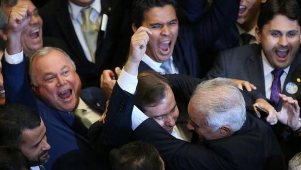 Especialistas defendem reduzir 'penduricalhos', que são benefícios adicionais dados aos parlamentares, e cortar cargos comissionados, em vez de reduzir número de deputados (Foto: FÁBIO RODRIGUES POZZEBOM/AGÊNCIA BRASIL)