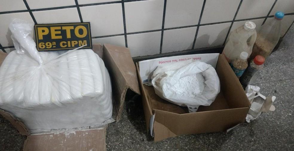 Polícia acha 70 bananas de dinamite em casa na BA e suspeitos fogem (Foto: Divulgação/SSP-BA)