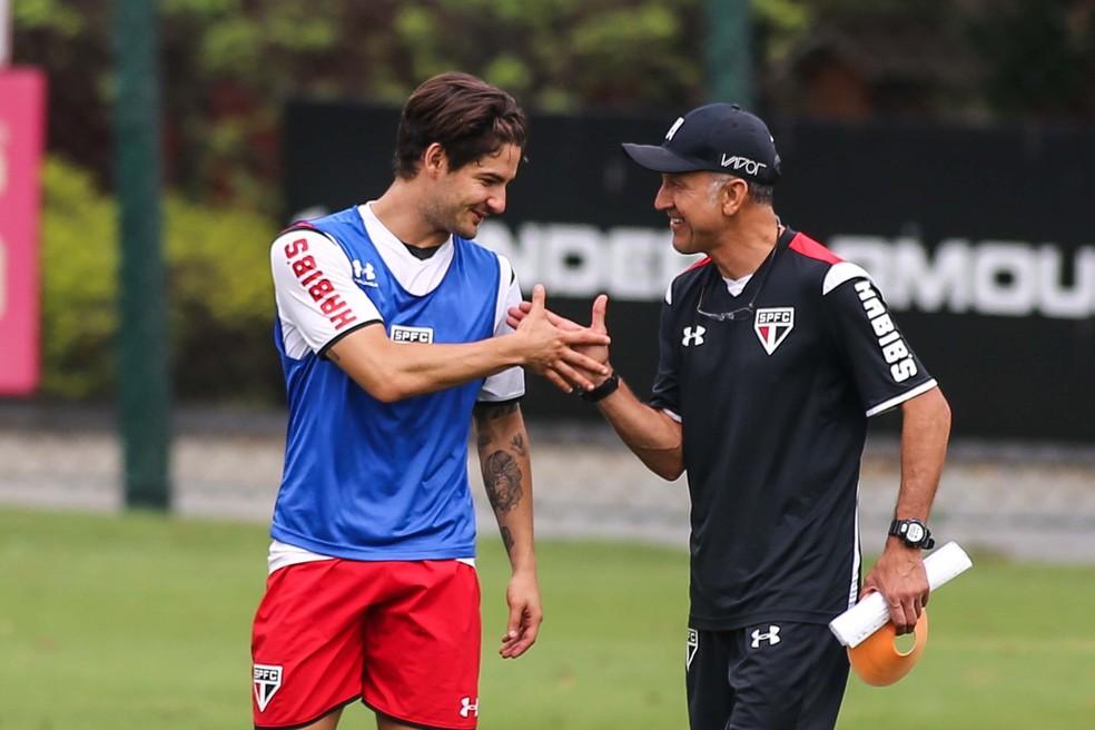 Alexandre Pato e Juan Carlos Osorio, em treino do São Paulo — Foto: André Lucas Almeida/Futura Press