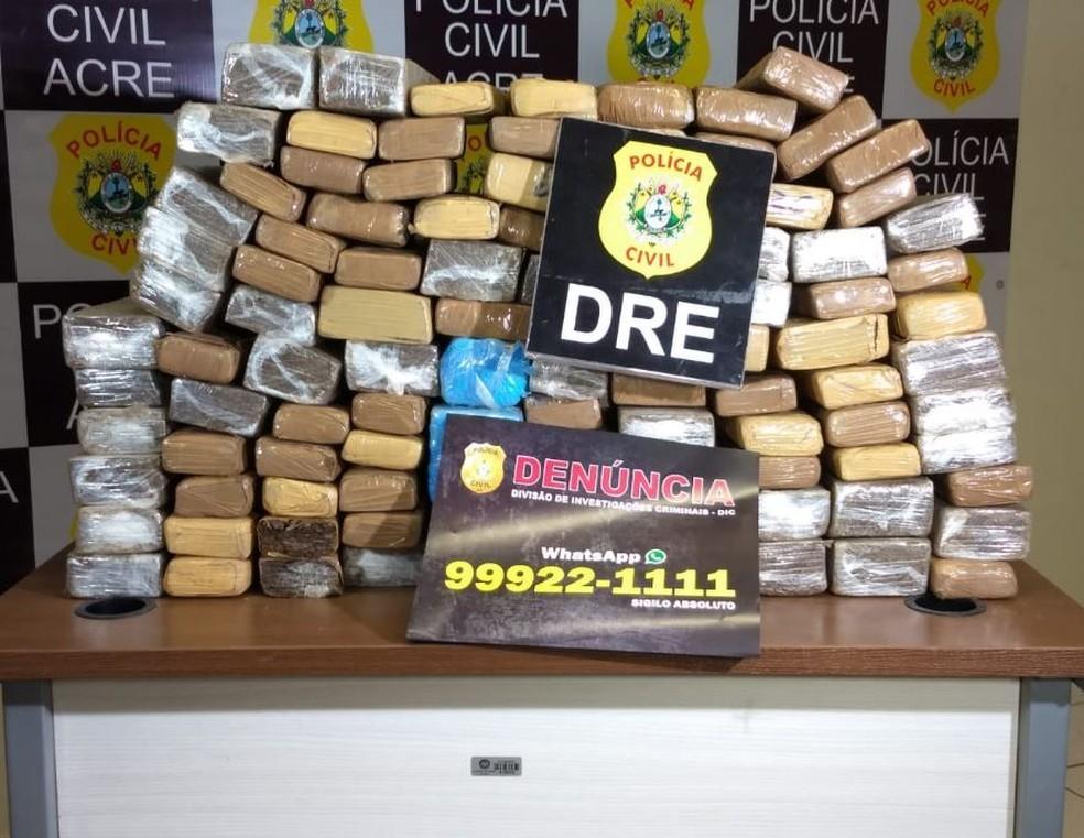 Droga foi encontrada após denúncia anônima recebida pelo WhatsApp (Foto: Aline Nascimento/G1)