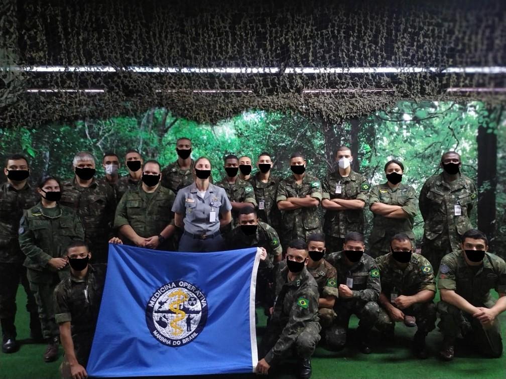 Exército realiza curso na Marinha do Brasil e fotos são publicadas com máscara fake — Foto: Reprodução/Internet