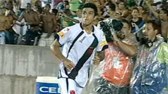Assistência, dor, gol perdido... Pimpão tenta incluir gol em roteiro com Flamengo