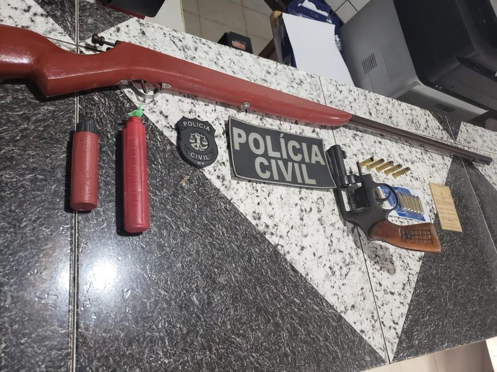 Armas apreendidas durante a operação em Pinheiro — Foto: Divulgação/Polícia Civil